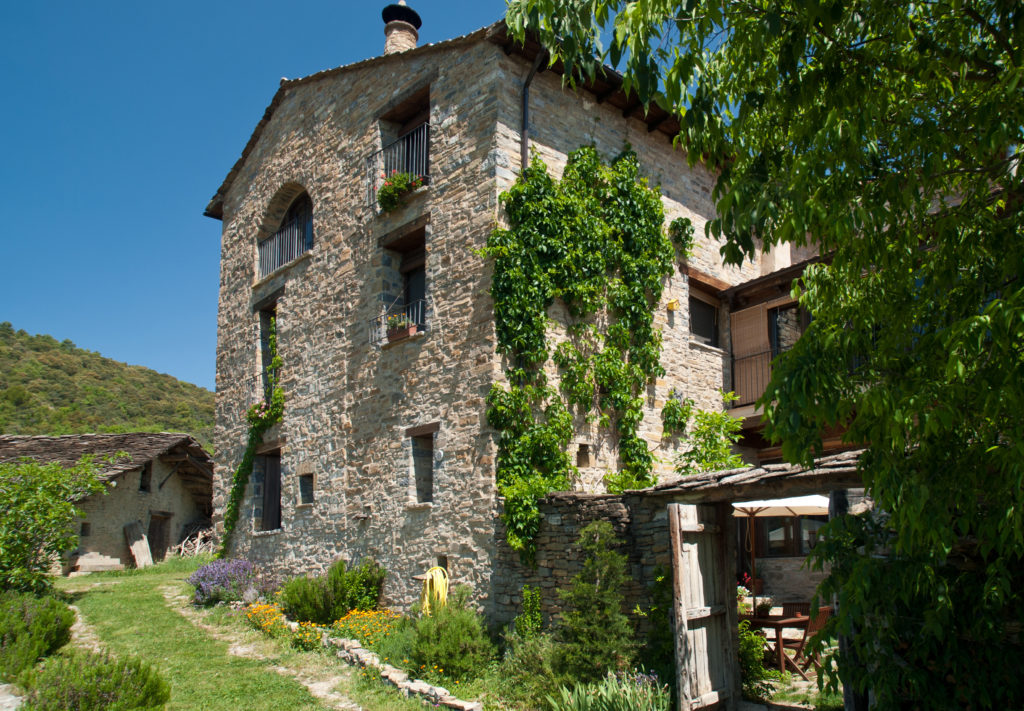 O Chardinet d'a Formiga. Casa rural de turismo sostenible y de naturaleza del Pirineo Aragonés. Montaña. Vacaciones. Tranquilidad. Silencio. Ecológica. Cocina saludable. Productos proximidad..