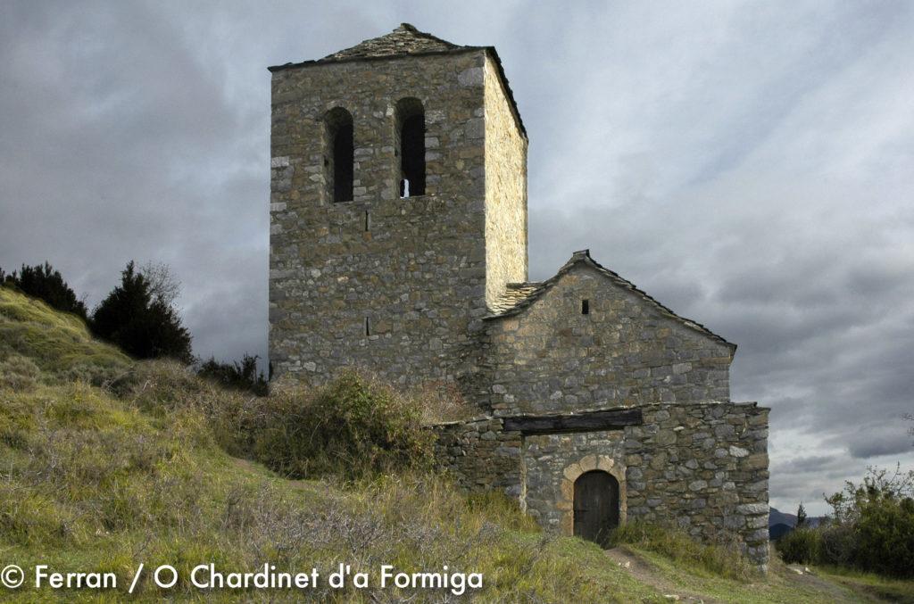 Tella un pueblo del Pirineo con brujas y ermitas románicas, paisajes pintorescos e increíbles. Excursión, dolmen, Casa rural O Chardinet d'a Formiga